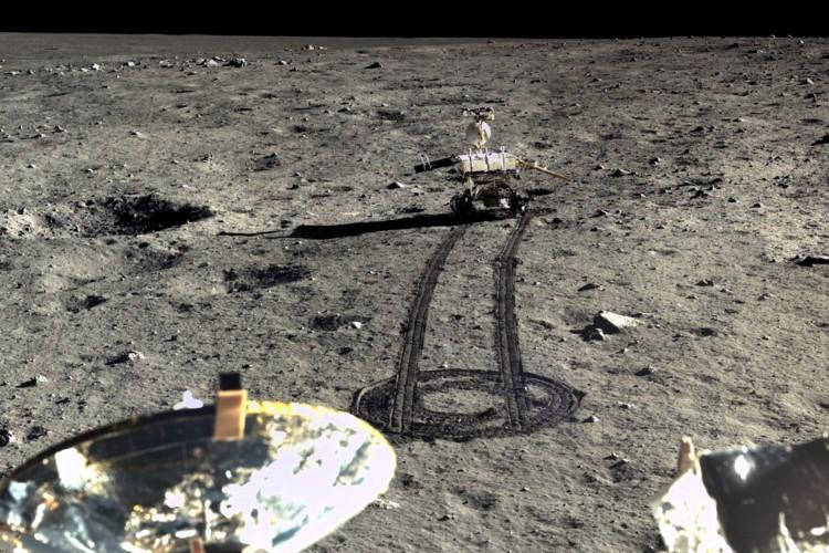 """37年ぶりに月面着陸を果たした中国の探査機""""嫦娥3号""""の画像を公開!"""
