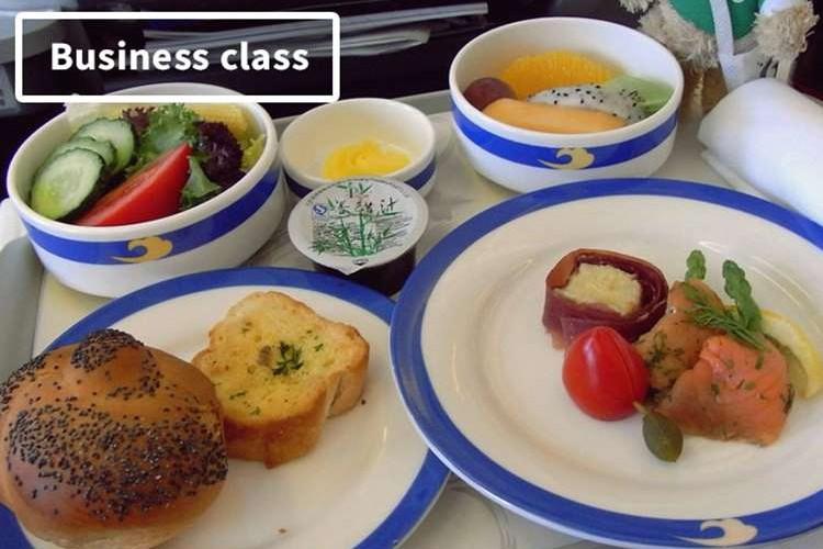 各航空会社で比べてみた「エコノミー vs ビジネス」の機内食対決!