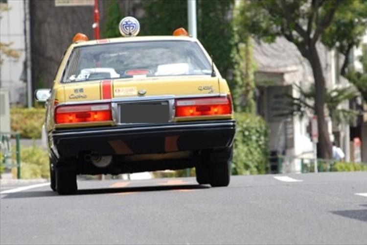 月28,000円から使える高齢者向け「定額乗り放題のタクシー定期券」が誕生!