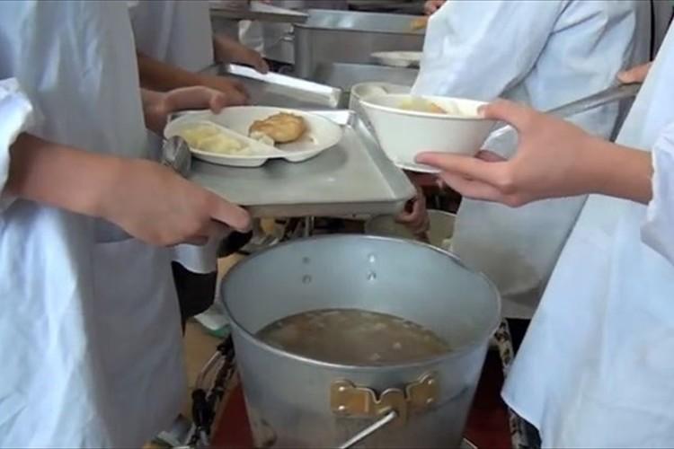 """【動画】「衛生的だ、素晴らしい教育だ」と絶賛!海外から見た""""日本の給食"""""""