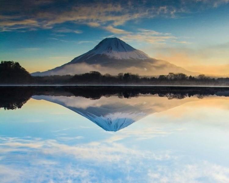 """美しい""""逆さ富士"""" この1枚の写真にはある秘密が隠されています"""