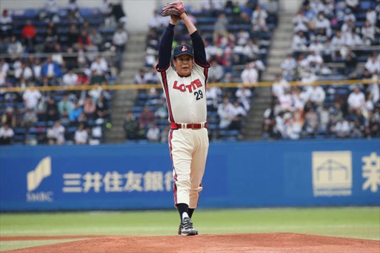 66歳とは思えない!村田兆治さんがマサカリ投法で131キロを叩きだす