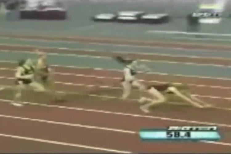 【動画】レース中に転倒し最下位になったランナーが諦めない心で大逆転!