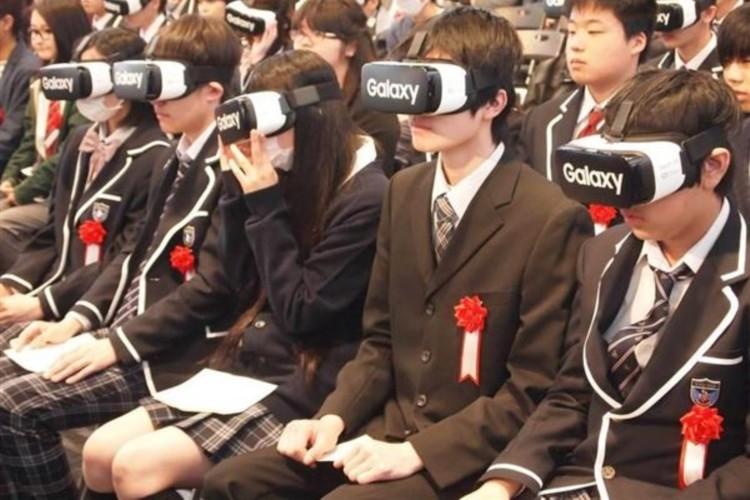 未来始まった!4月に開校したネット通信制高校が世界初のVR入学式