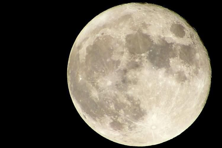 今宵は夜空を見上げて…4月22日はピンクムーン