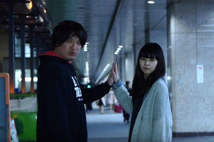 """「カメラ目線で歩きながら歌う♪」ミュージックビデオあるあるを歌った岡崎体育さんの""""MUSIC VIDEO""""が面白い!"""