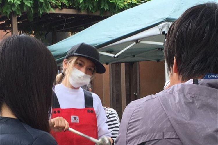 帰国後に「どうしても熊本に行きたい」と志願 ローラが炊き出しで豚汁を振る舞う
