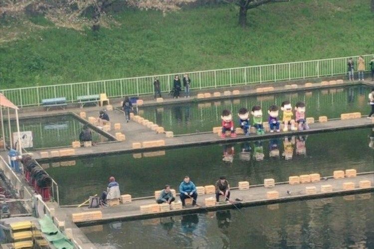 JR市ヶ谷駅近くの釣り堀に「おそ松さん」の6つ子が現る!目撃者らのツイートに反響