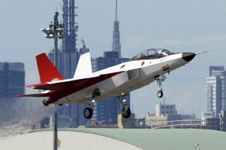 """""""平成の零戦""""が大空へ…国産初のステルス機「X-2」が初飛行に成功! 三菱重工業が製造"""