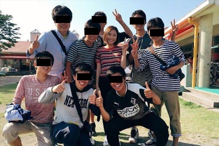 紗栄子が熊本の被災地へ 1,000人分の生姜焼き振る舞い、被災地に多くの笑顔