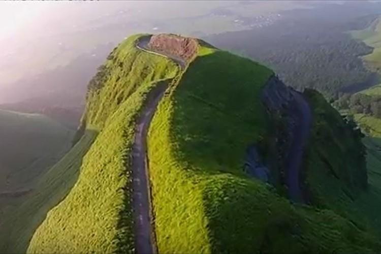 「また蘇るさ。バイク乗りの夢だから」熊本地震でライダーの聖地「ラピュタの道」が崩壊