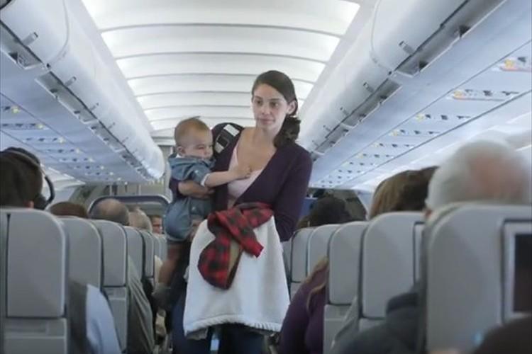 赤ちゃんが泣くたびに割引! とある航空会社のキャンペーン『Fly Babies』が話題に!