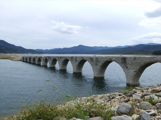 1024px-Taushubetsu-kyoryo_bridge-1_R