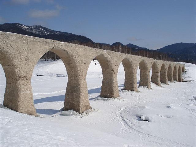 1024px-Taushubetsu_Bridge_0703_R