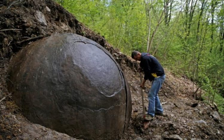 人類最古の人工物か?ボスニアで謎の巨大球体が発見される