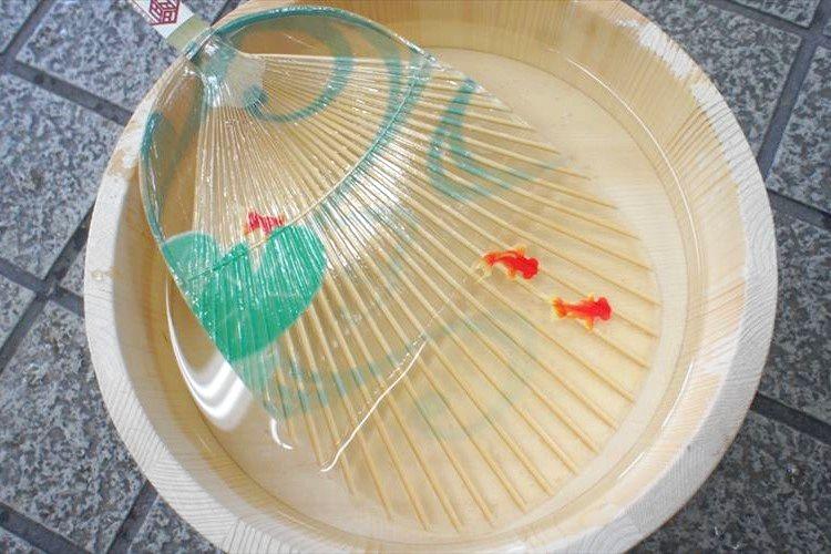 涼やかで美しい…岐阜の伝統工芸『水うちわ』の繊細な魅力に心奪われる