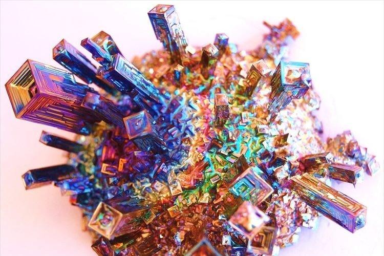 日本初 113番目の新元素「ニホニウム」その元となった原子「ビスマス」が美しい!
