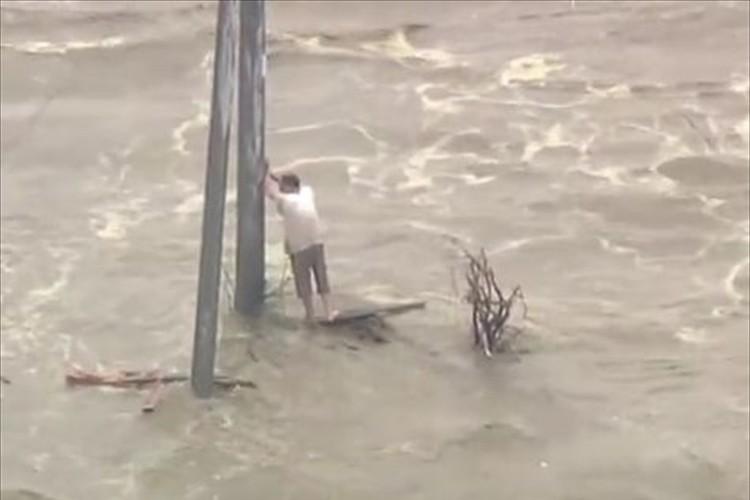 """たまたま乗ったタクシーの運転手が""""鬼怒川氾濫で救出されたあの人""""だった!"""