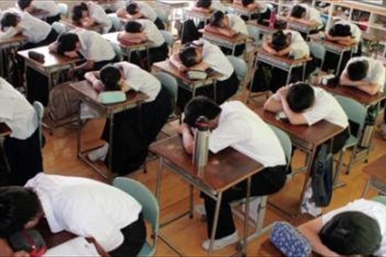 """「羨ましい」「10分だと眠れない」とある中学校で導入された""""昼寝""""に反響多数"""