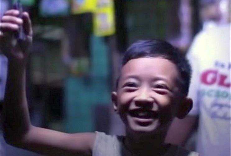 「ペットボトル」「水」「漂白剤」の3つの素材でフィリピンのスラム街を救う画期的アイディア