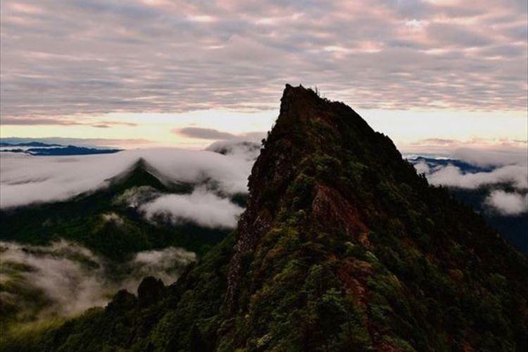 """断崖絶壁を乗り越えた先には大パノラマが!西日本最高峰""""石鎚山""""に圧倒される!"""