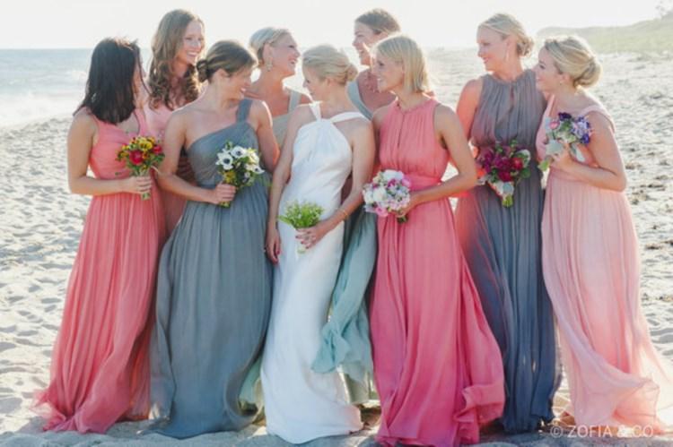 花嫁をサポートするブライズメイドたちのおそろいの素敵なドレス10選