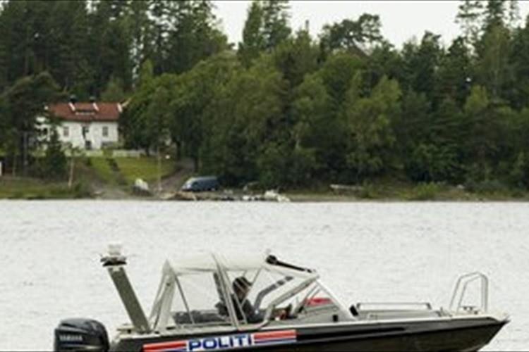 """ノルウェーの警官が""""救命胴衣非着用で自分に罰金"""" 国民の80%が自国の警察を信頼"""