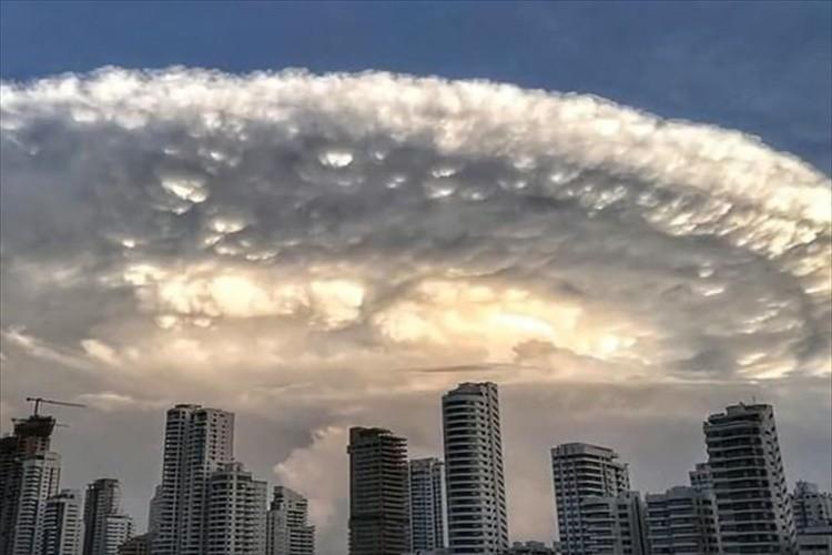【動画】まるで「インディペンデンス・デイ」の母艦のような雲が現れた! コロンビア