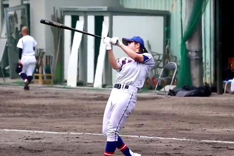 【動画】かっけー!福井県・羽水高校の女子マネはノックも打つ!  甲子園でも見たい!