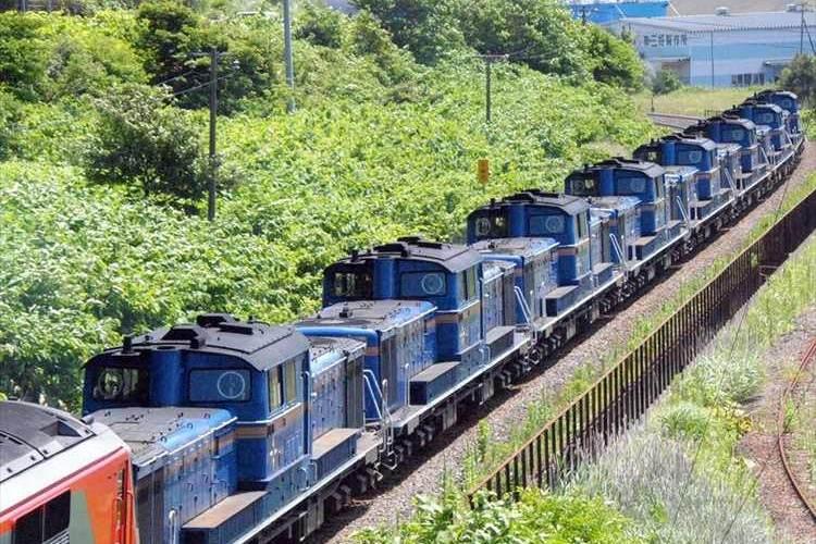【動画】こりゃスゴイ光景だ! 機関車が8両連なり室蘭港に到着 今後はミャンマーで利用