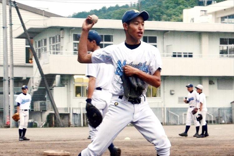 「野球ができることを見せたい」捕球も送球も右手、左半身が不自由な球児の挑戦