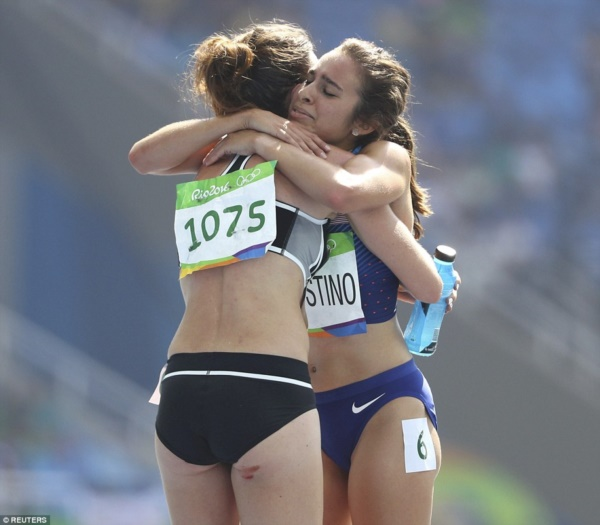 374A1F0F00000578-3743486-At_the_finish_line_Abbey_D_Agnostino_and_Nikki_Hamblin_shared_an-m-51_1471364945811r
