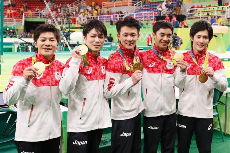日本体操男子団体が悲願の金!内村「めちゃめちゃ重たい。仲間と取る金メダルは違う」