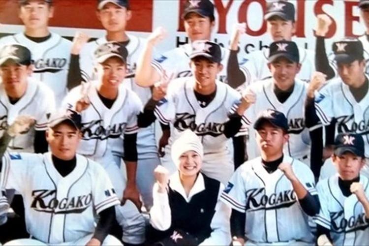 高校野球 甲子園のベンチに急逝した他校の女子マネの写真が飾られている理由に涙