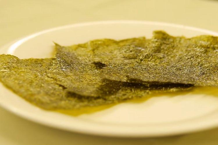 お酒のおつまみに!20秒レンジでチンするだけで簡単にできちゃう韓国海苔の作り方