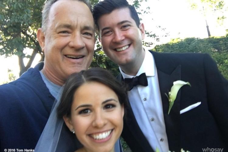トムハンクスいい人過ぎる!ジョギング中に偶然出会った結婚中のふたりを自撮りで祝福!