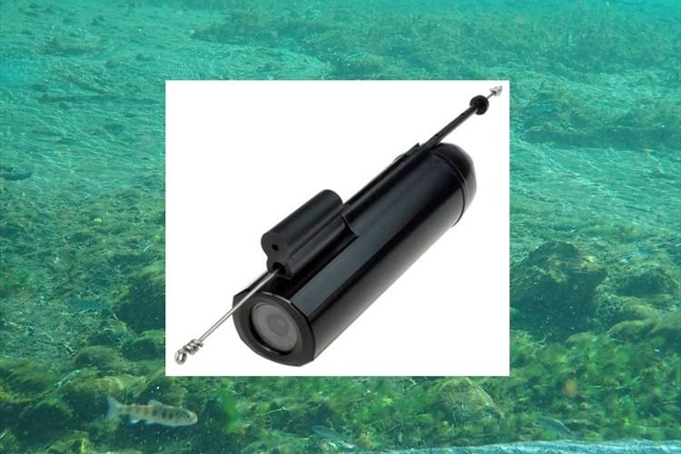魚が食いつく瞬間も撮影! 釣り糸と繋げて使う水深50m対応の小型カメラが話題に!