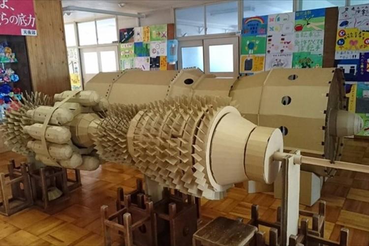 """中学生が段ボールを使ってミリ単位で作成! """"実物大の航空機エンジン""""がスゴイぞ!"""