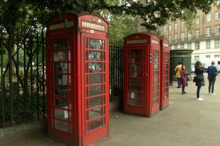 イギリス名物の赤い電話ボックスがミニオフィスに!? 電話やプリンタ、コーヒーも提供