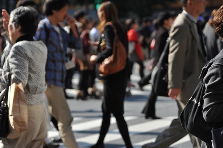 信号のない場所で横断歩道を渡る歩行者がいても、9割超の車が一時停止しない事が判明!
