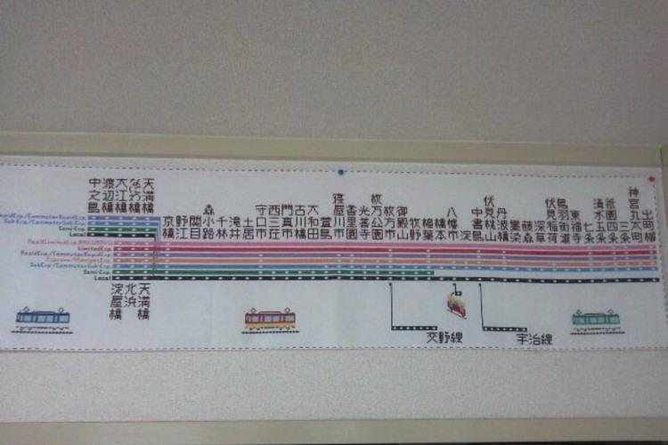 """母親が作った刺繍""""京阪電車""""のクオリティが高すぎて話題に!"""