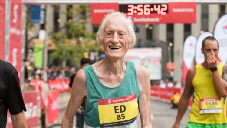 85歳のマラソンランナーが3時間台でゴール、世界新記録達成!