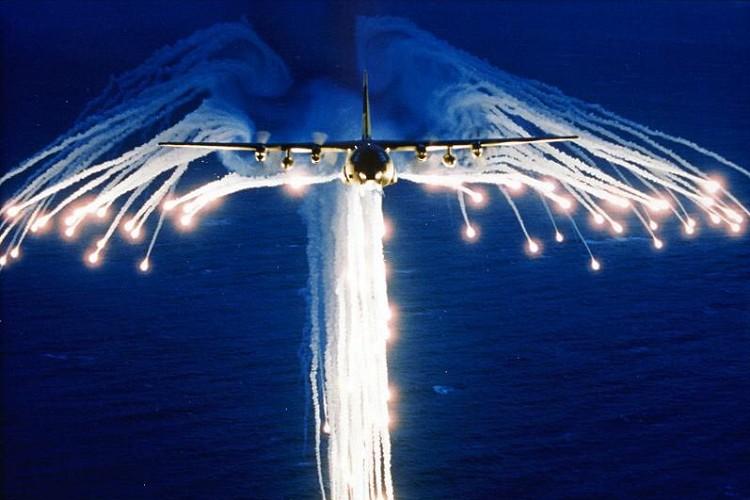 まさに天使…ミサイルを回避する際にできる『エンジェルフレア』の美しさに胸を焦がす