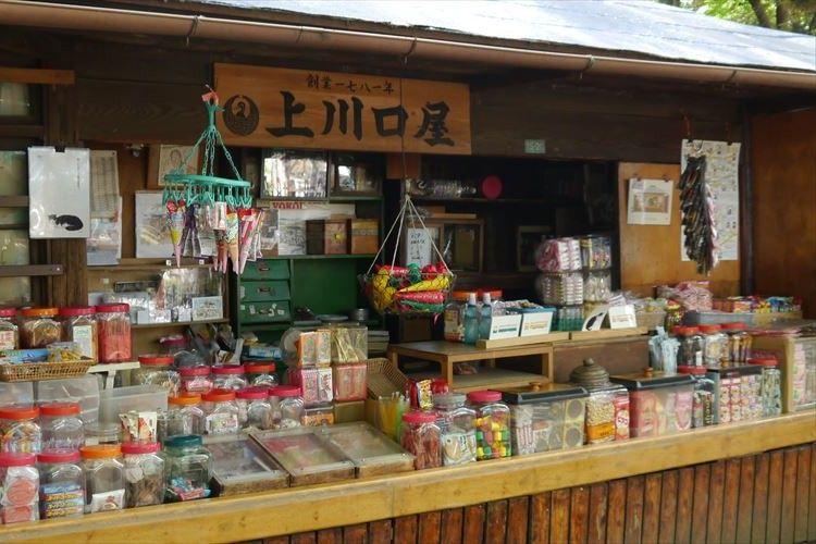 東京ノスタルジック!1781年から13代続くレトロな駄菓子屋『上川口屋』に行ってみた