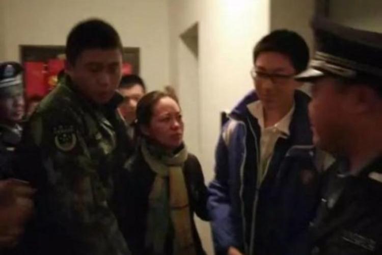 エレベーターが突然の停止し5時間も監禁状態。結果、宿題を終わらせる中学生が立派