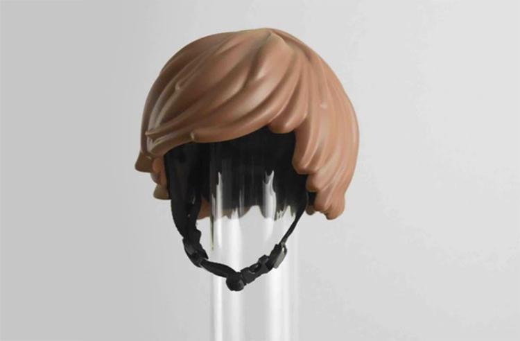 レゴ人形の髪型の形をした自転車用ヘルメットが話題に!