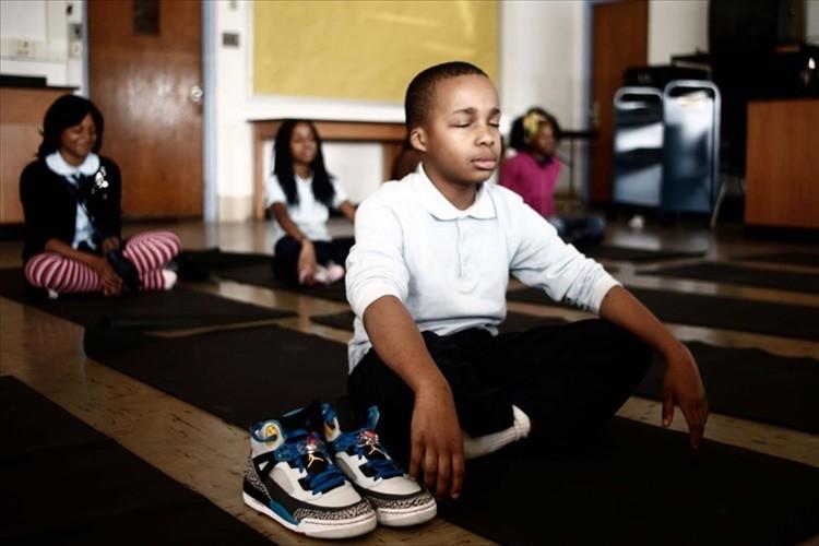 罰を与える代わりに瞑想を行わせたら問題行動が減少! 米・小学校の発想の転換