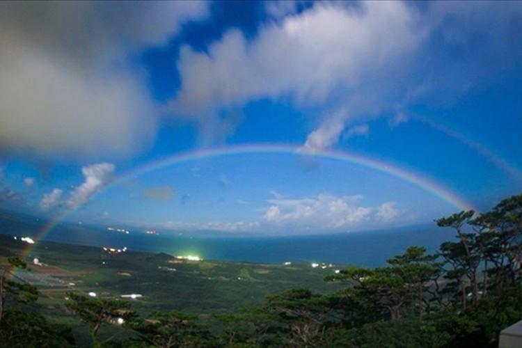 """「幸せを招く」「願いが叶う」と言われる""""夜の虹""""「月虹」を4年ぶりに観測!"""