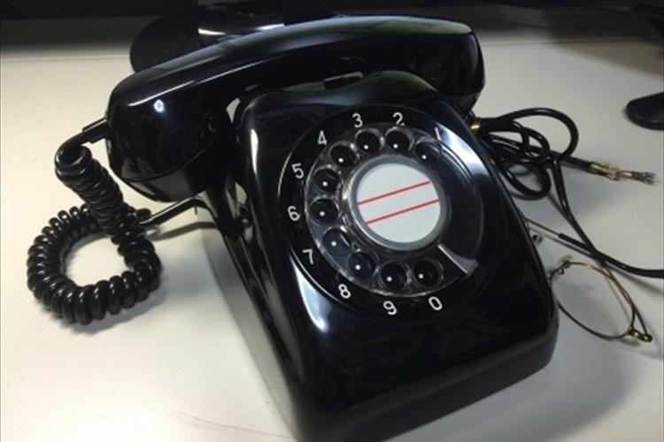 電話 黒 ダイアル式の黒電話ってありますよね。 あれを今の固定端末に置…