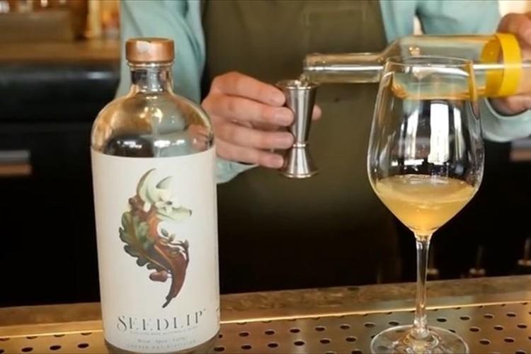 6種類のハーブを蒸留して作る「ノンアルコール蒸留酒」が開発されて大ヒット中!